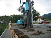 コンクリート杭による地盤補強工事